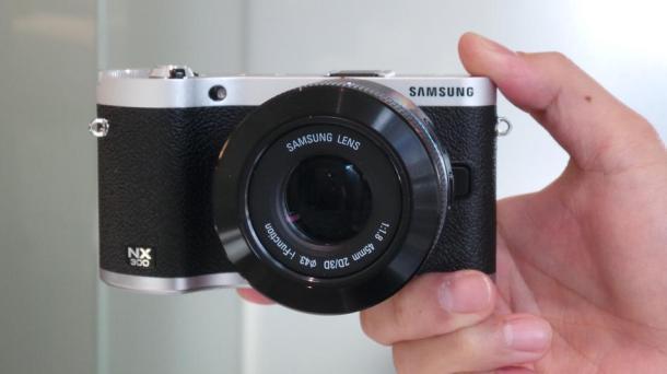 Samsung 3D-capable NX300 mirrorless camera