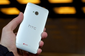HTC One available in the US today at AT&T and Sprint